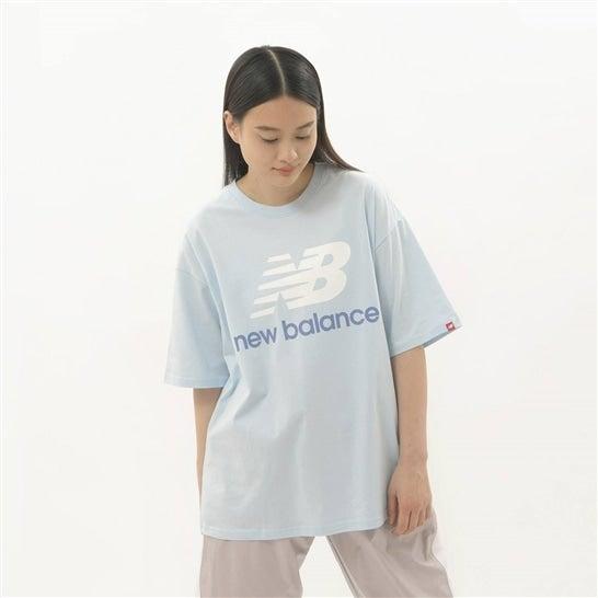 (NB公式)【40%OFF】(ログイン購入で最大8%ポイント還元) ウイメンズ Essentials スタックドロゴ Tシャツ (ブルー) ライフスタイル ウェア / トップス ニューバランス newbalance セール